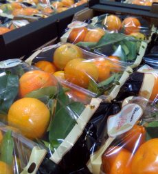 Offer: Pre Packed Leafy Clementines (10 x 1kg)